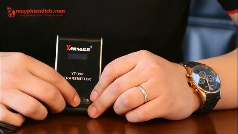 Trên tay máy phiên dịch Yarmee